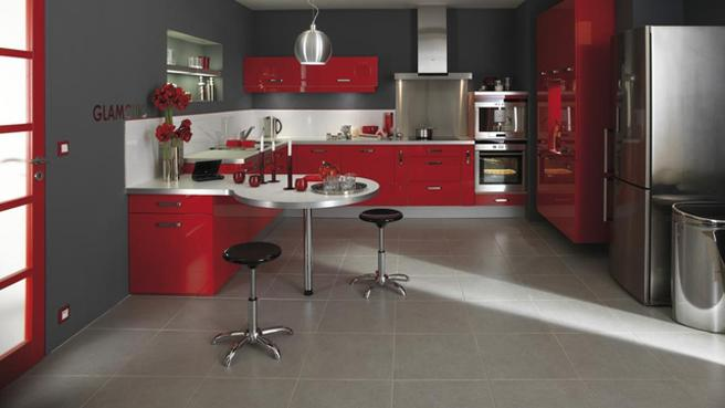 Salon rouge home - Decoration cuisine rouge gris ...