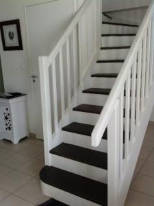 idée deco escalier blanc
