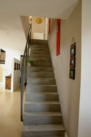 Deco escalier gris for Photo escalier peint blanc gris