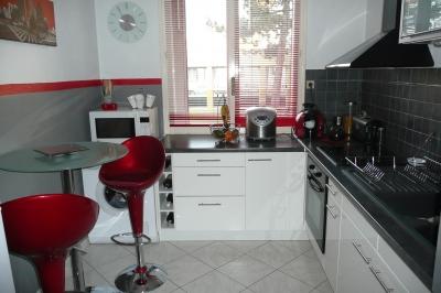 Decoration cuisine blanc et rouge - Deco cuisine rouge et blanc ...