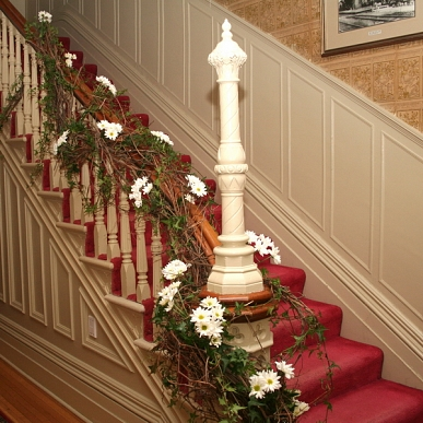 Decoration rampe d 39 escalier pour mariage for Photo decoration
