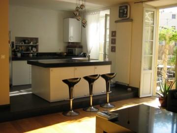 carrelage noir dans une cuisine
