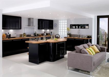 aménagement cuisine noir laque et bois