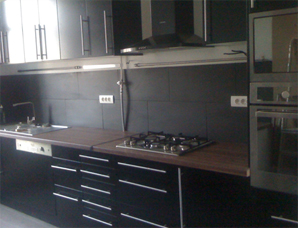 Photo decoration cuisine noir - Cuisine noir laque plan de travail bois ...