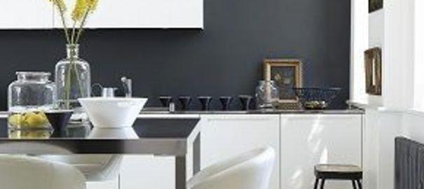 Cuisine noir mur gris for Decoration pour jardin exterieur 5 cuisine quartz noir