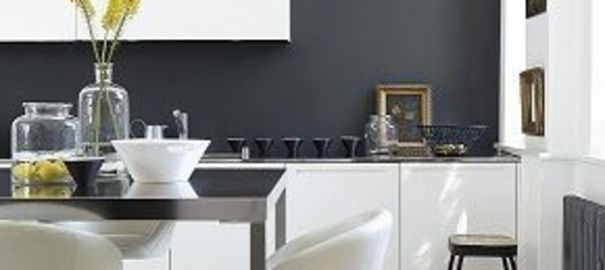 cuisine noir mur gris. Black Bedroom Furniture Sets. Home Design Ideas