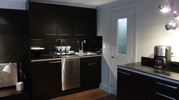 cuisine noire petit espace. Black Bedroom Furniture Sets. Home Design Ideas