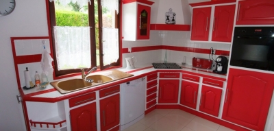 Cuisine repeinte rouge for Deco de cuisine rouge