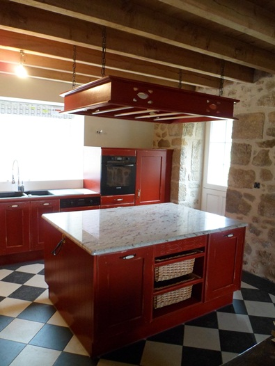 cuisine rouge avec ilot central. Black Bedroom Furniture Sets. Home Design Ideas