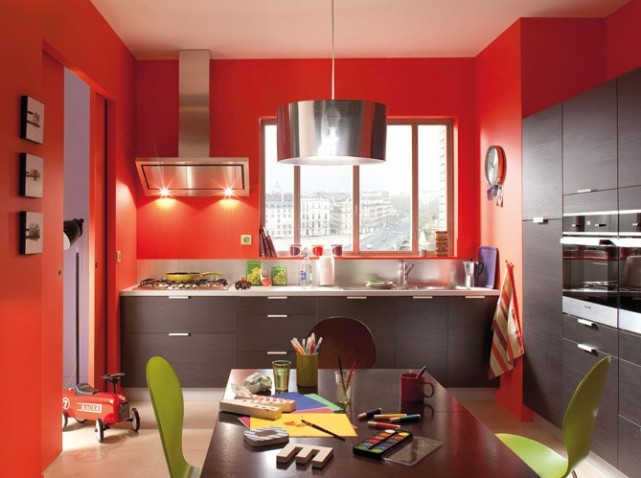 cuisine rouge avec mur gris. Black Bedroom Furniture Sets. Home Design Ideas