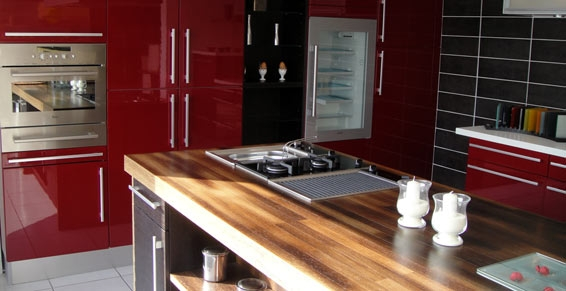 Cuisine rouge mobalpa for Deco cuisine 4 bourgeois