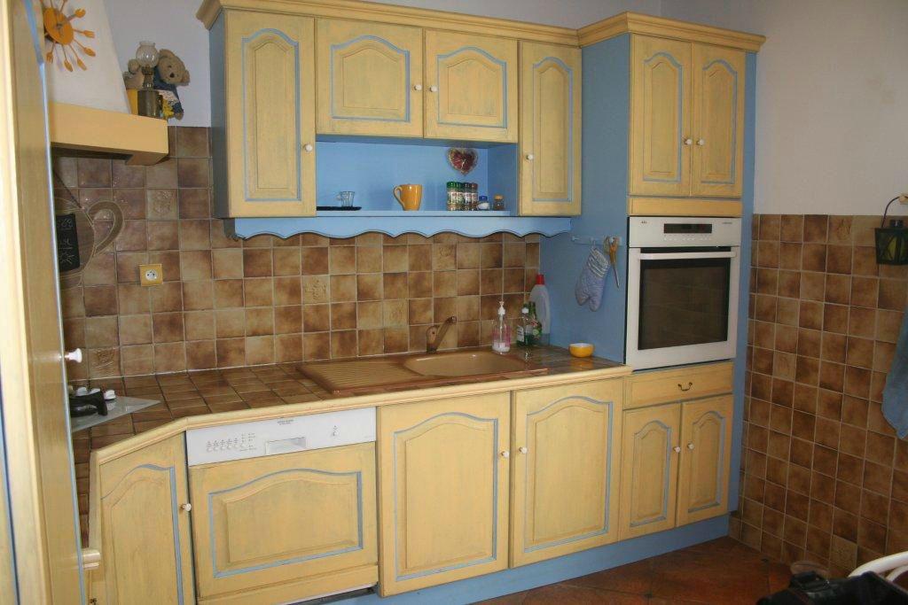 deco cuisine jaune et bleu. Black Bedroom Furniture Sets. Home Design Ideas
