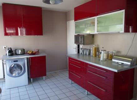 Cuisine abstrakt rouge for Ikea cuisine abstrakt blanc