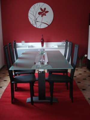 d co salle manger rouge et gris. Black Bedroom Furniture Sets. Home Design Ideas