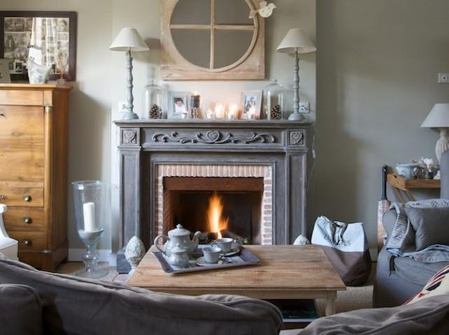 d coration chemin e en bois. Black Bedroom Furniture Sets. Home Design Ideas