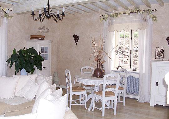 D coration salle manger blanc for Decoration fenetre salle a manger