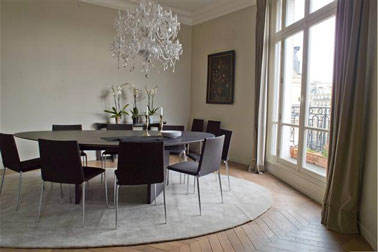 D coration salle manger couleur taupe for Modele deco salle a manger