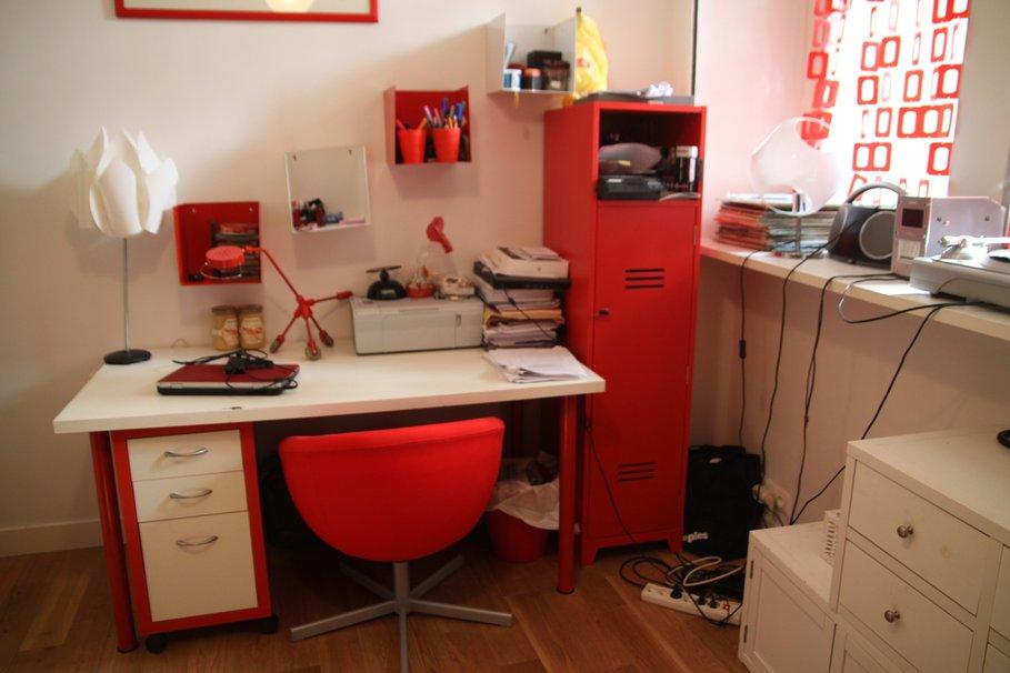 Exemple décoration bureau rouge et noir
