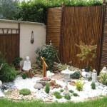 décoration idee jardin avec cailloux