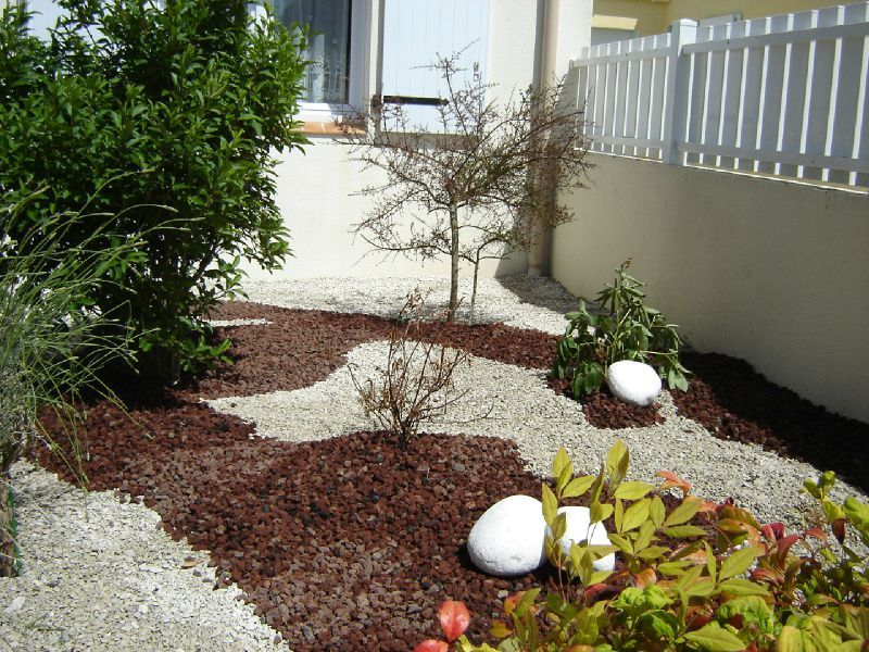 Awesome idee deco jardin avec pierres contemporary for Pierre decorative pour jardin