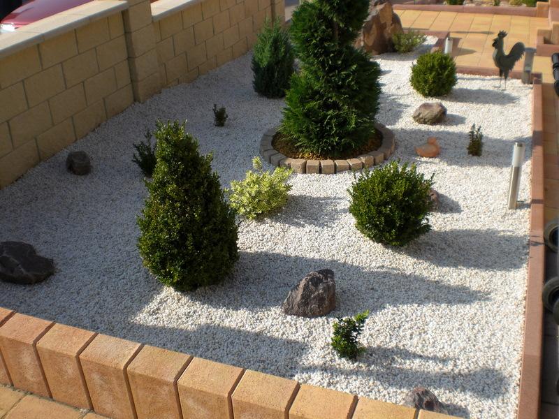 Idee deco jardin gravier amenagement jardin ville | Maison email