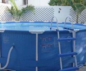 décoration jardin autour d'une piscine