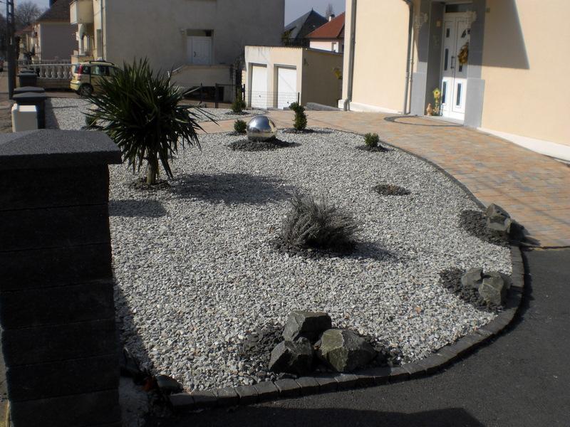 Idee Deco Jardin Gravier Poitiers - Maison Design - Trivid.us